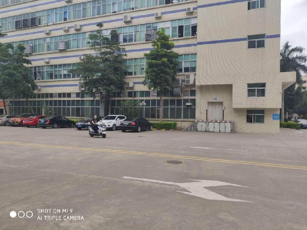 深圳龙岗布吉南湾街道高速路口五百米超大空地工业园红本厂房出租
