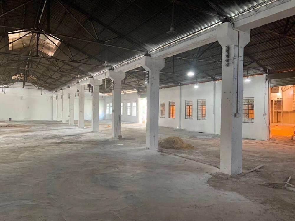 石湖村全新翻新1700平厂房,打包价3.4万。可做生产加工。