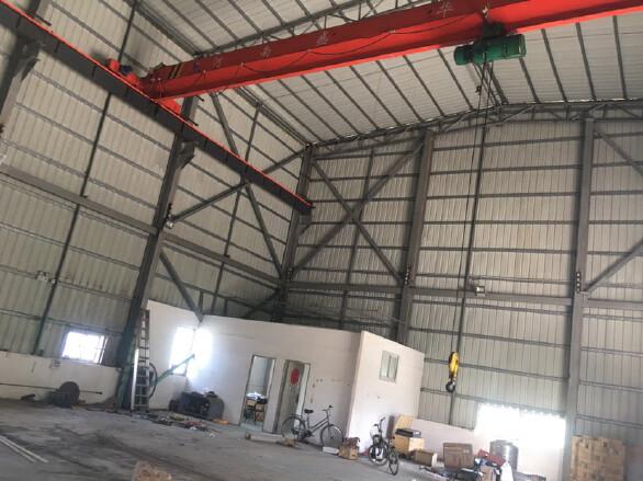 原房东钢结构340平方14米高带5吨行车