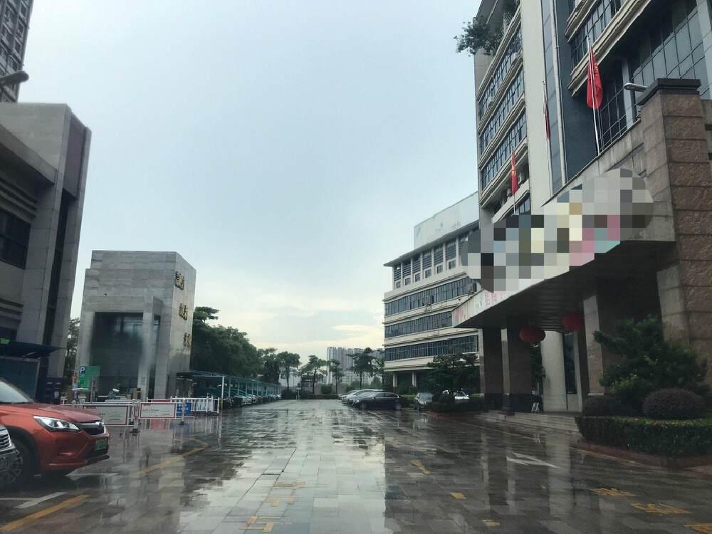 深圳市龙岗区坂田五和大道高速路口附近工业园红本厂房出售
