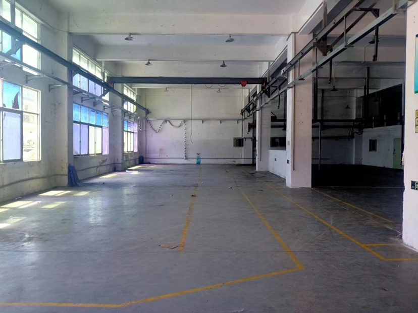 福永新出一楼仓库1500平,租金45元带阁楼,带行车.阁楼