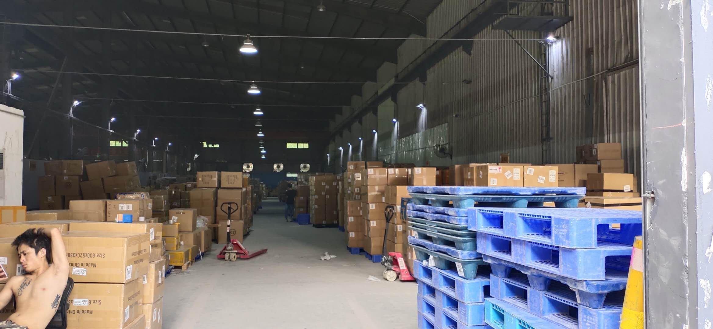 深圳龙岗坂田街道布龙路高速路口附近工业园超大空地一楼厂房出租