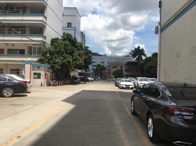 平湖街道十号地铁线口楼上带装修厂房650平直租!可办工仓库.
