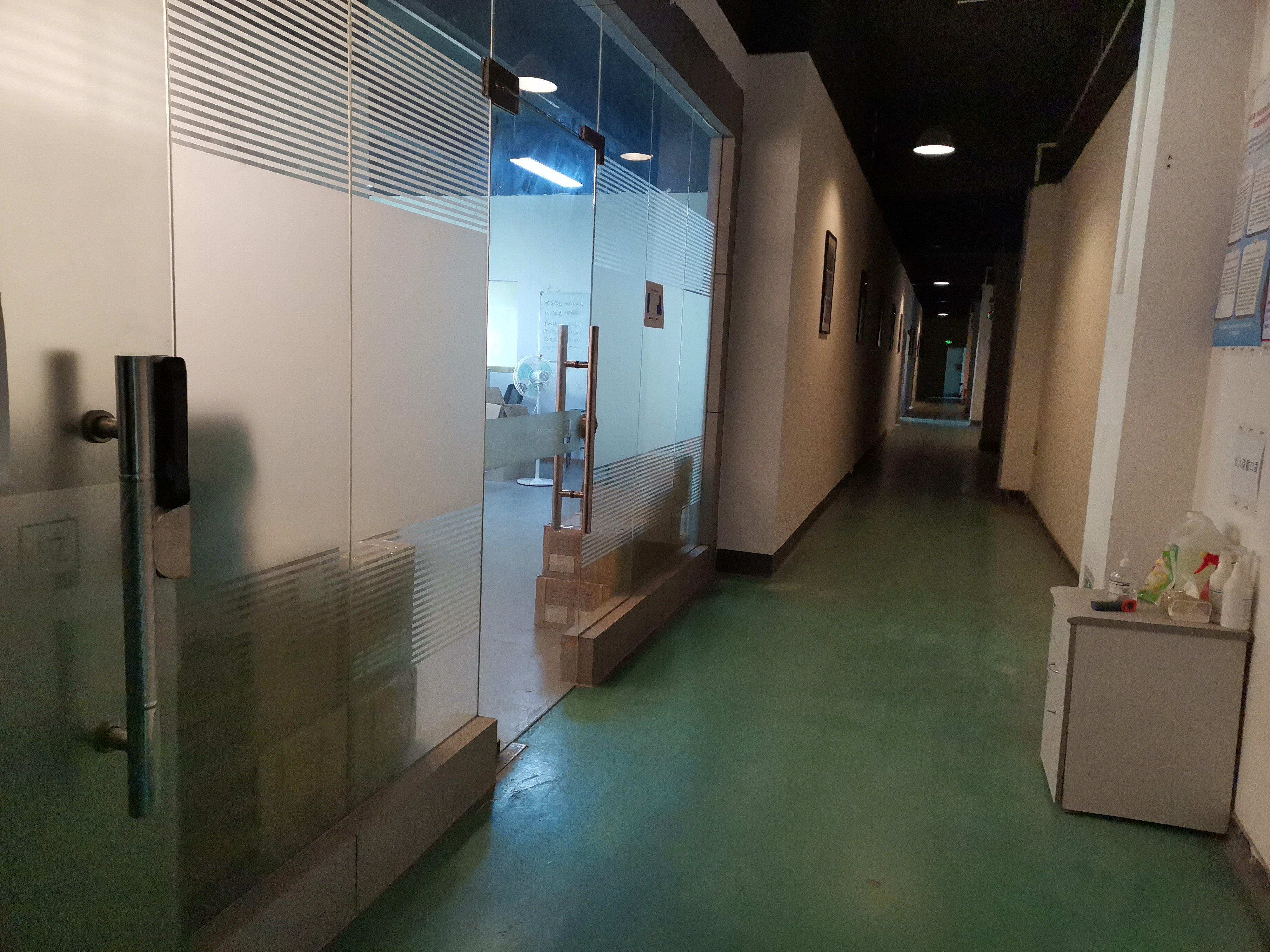龙华油松天虹附近新出精装修厂房,办公室仓库600平出租。