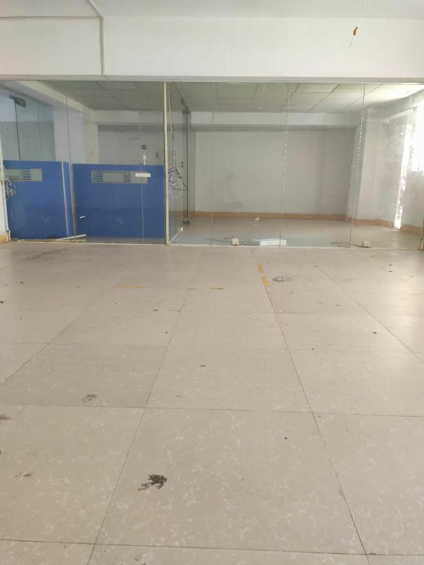 下十围新出一楼200平仓库6900元合同2年带办公室