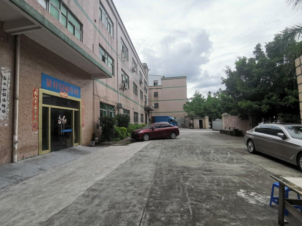 平湖华南城附近新出一楼厂房仓库500平方出租,高度5.5米