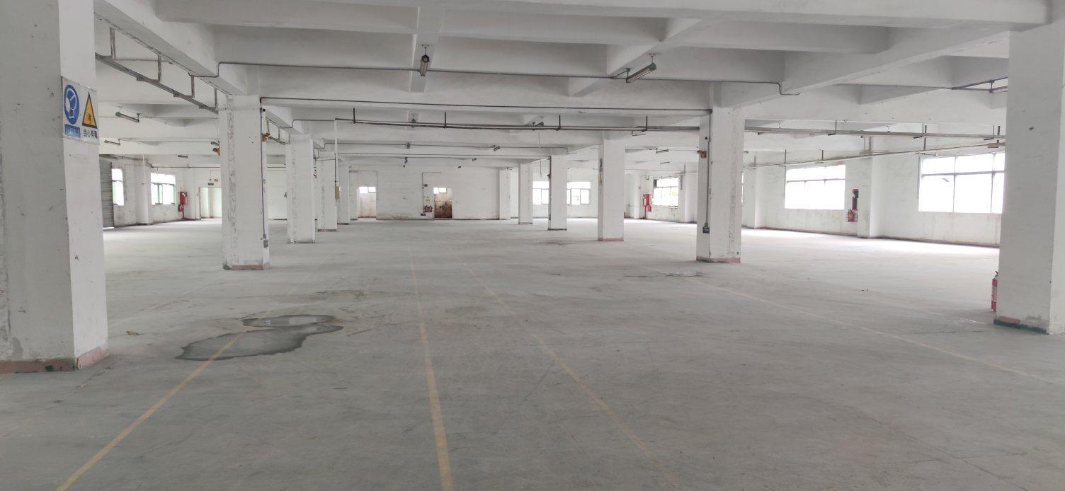 松岗汽车站附近独院厂房二楼整层2200平方出租之前客户做仓库