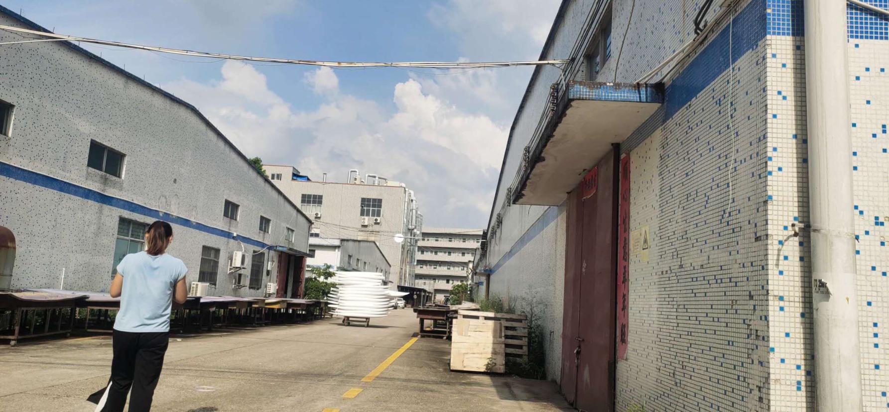 龙岗坪地独院2000平高8米原房东红本仓库厂房出租200起租