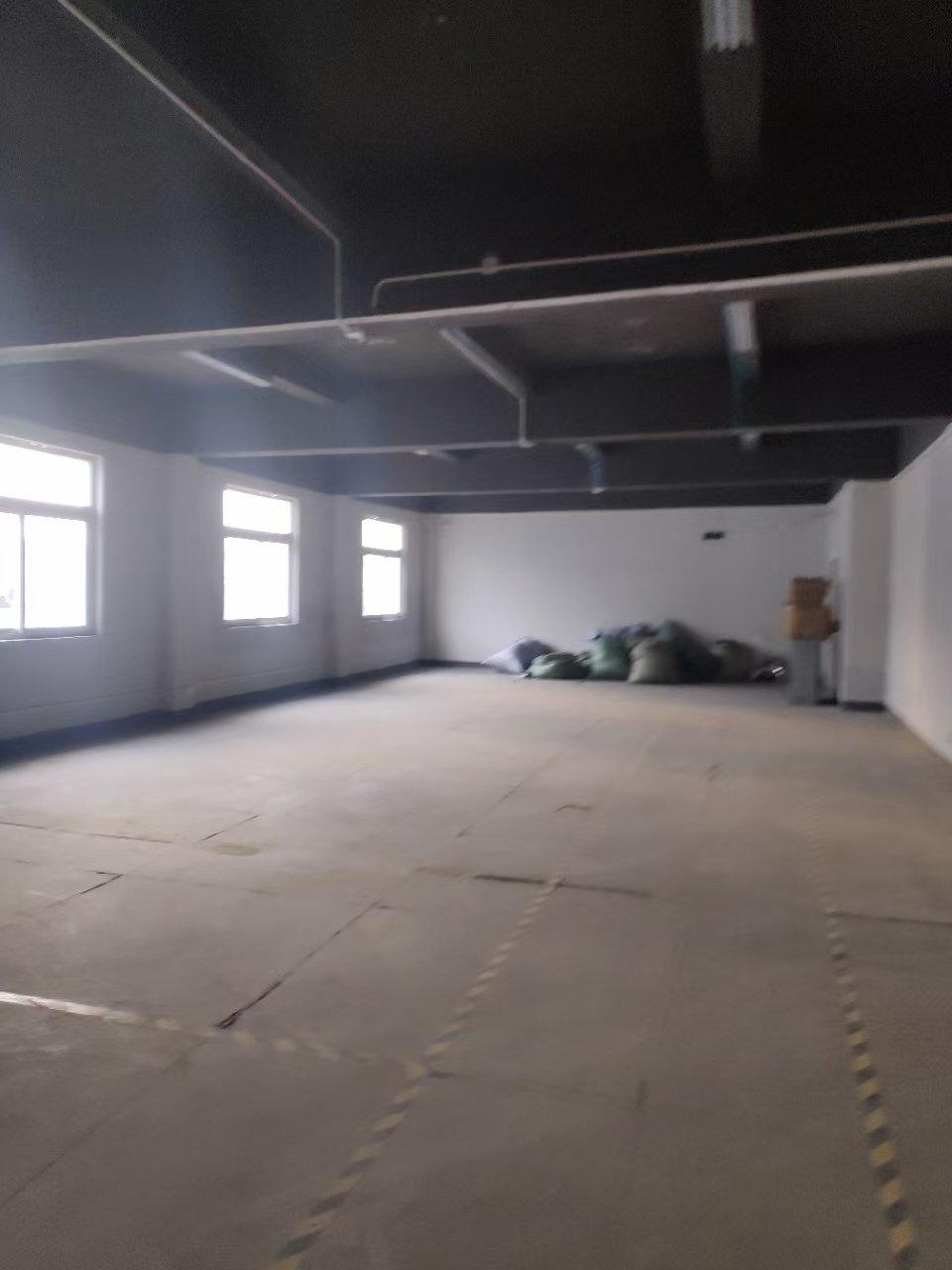 需要电商办公仓库的老板看过来,新出楼上550平,现成办公