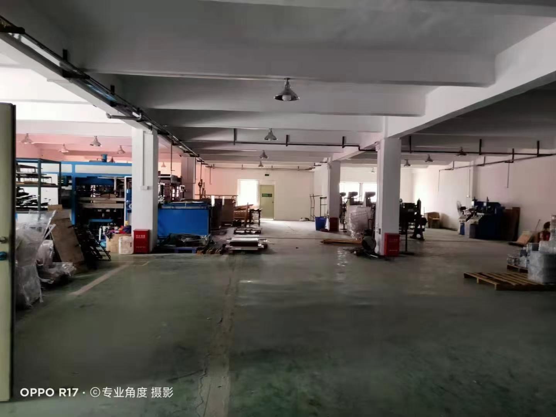 坪山六联二楼1100平,带两间办公室,一间仓库,合同三年