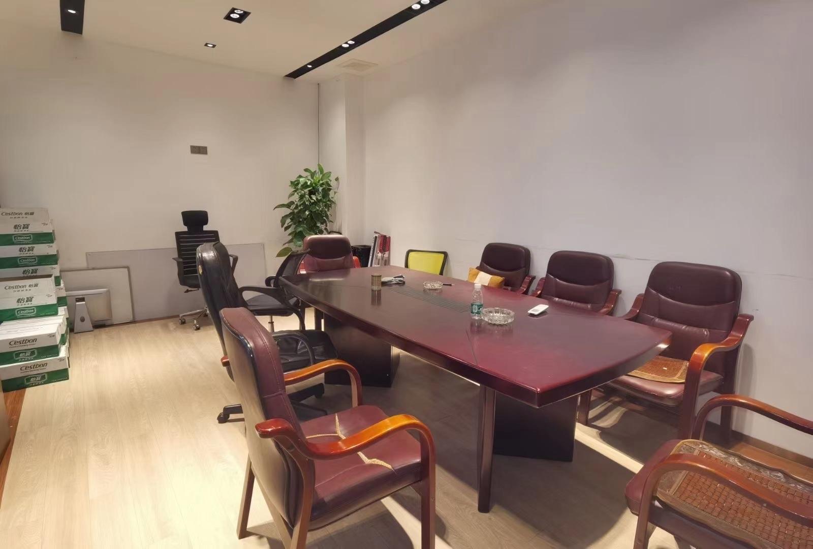 坪山创新广场新出精装办公场地850平,前台、办公室、仓库齐全