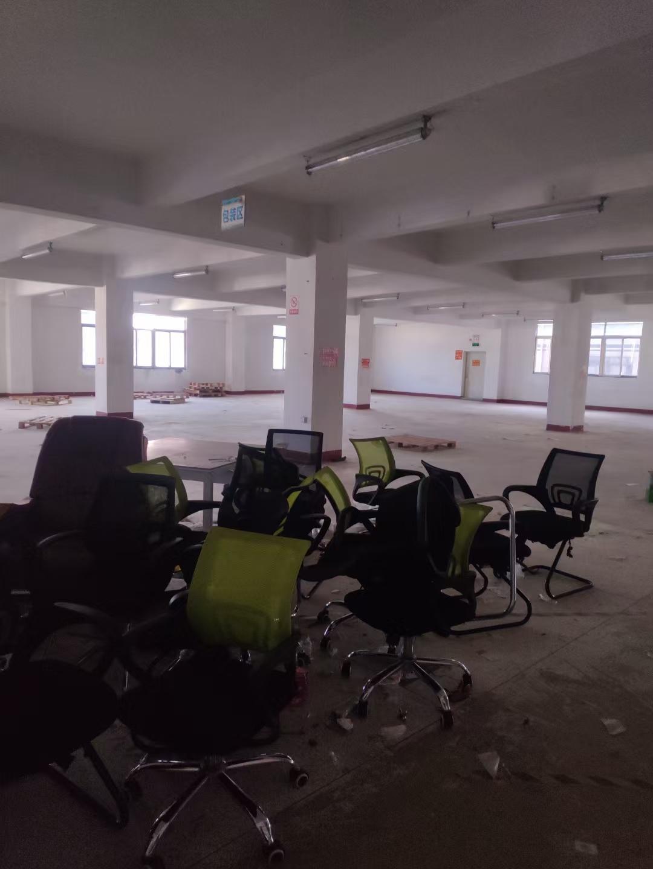 电商低价租: 楼上新出带装修2000平仓库加办公室