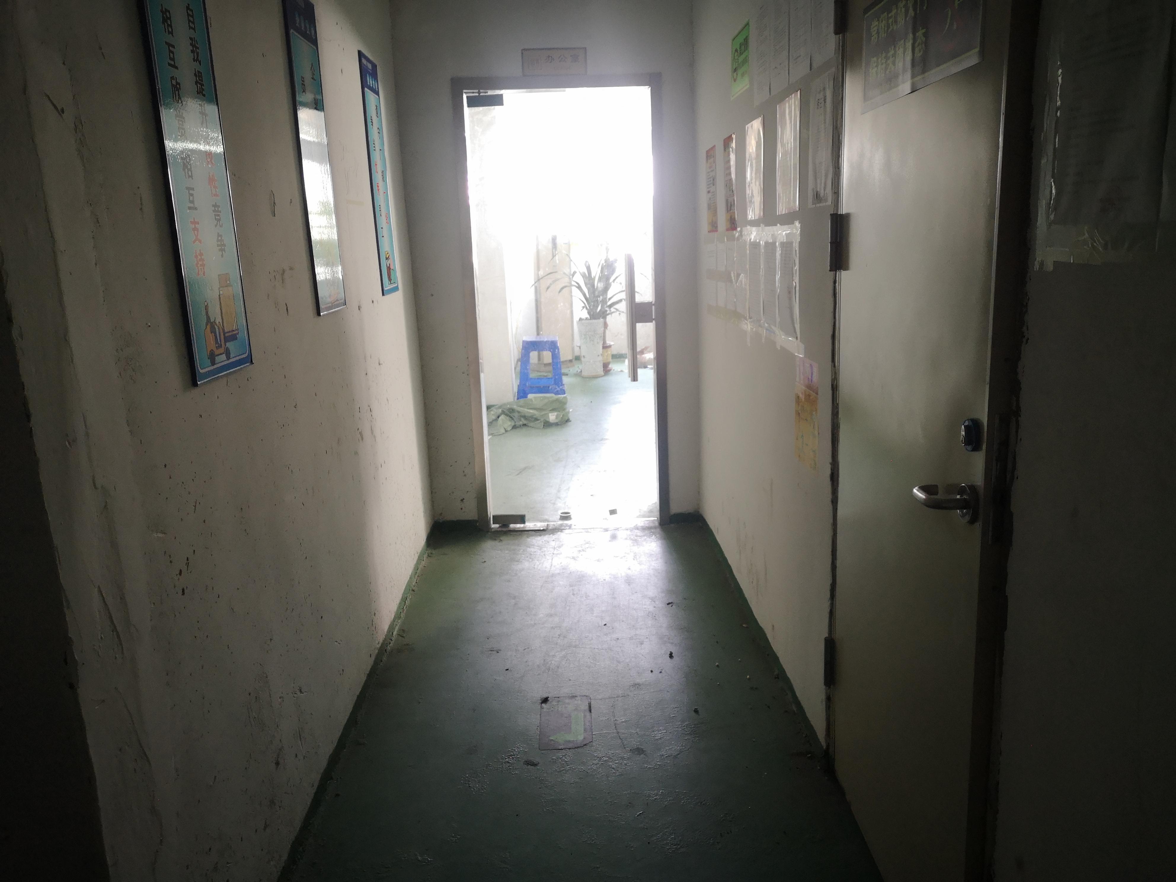 沙井西部新出楼上精装修小面积厂房260平,现成办公室车间仓库