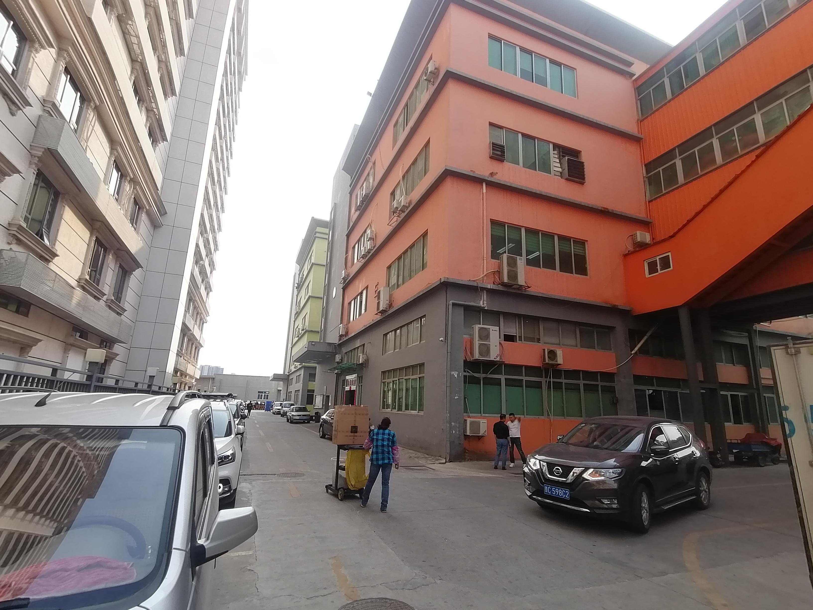 观澜新田清平高速口一楼层高6米重工业2700平厂房仓库出租