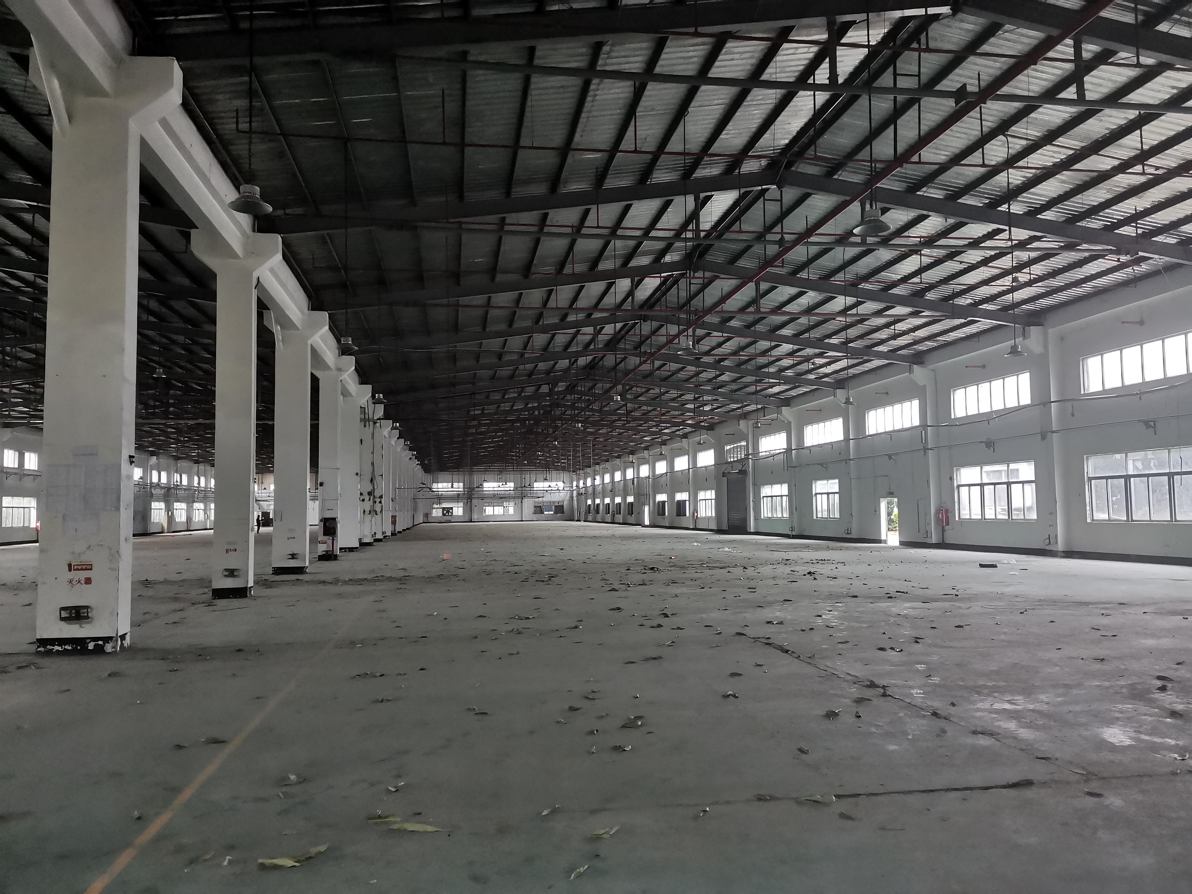 龙西北通道附近原房东钢结构厂房仓库15000平方滴水8米可分