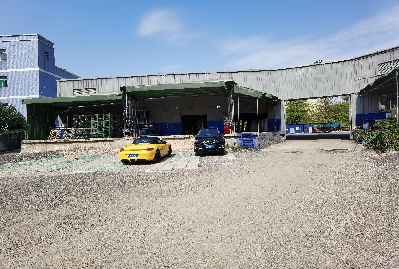 这个仓库位于观澜龙华大道,库坑主干道边物流园区内钢构一楼