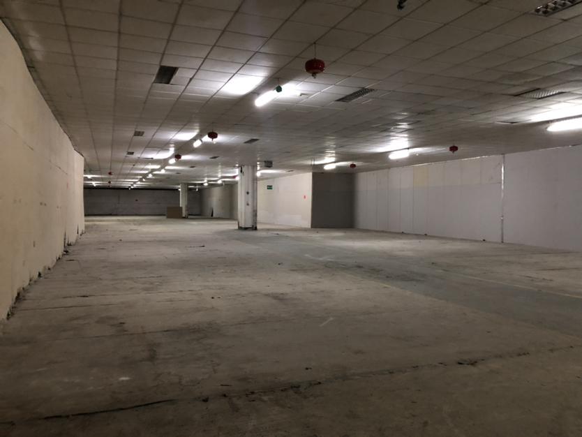 1700平物流园大仓库,超大空间可进大车。交通便利,空地十足