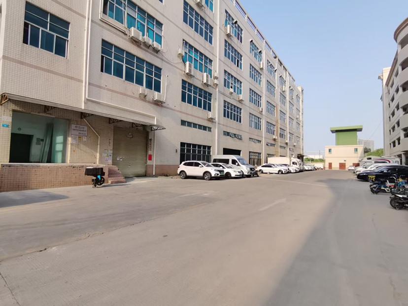 平湖华南城地铁口2000平以上厂房出租可做仓库电商