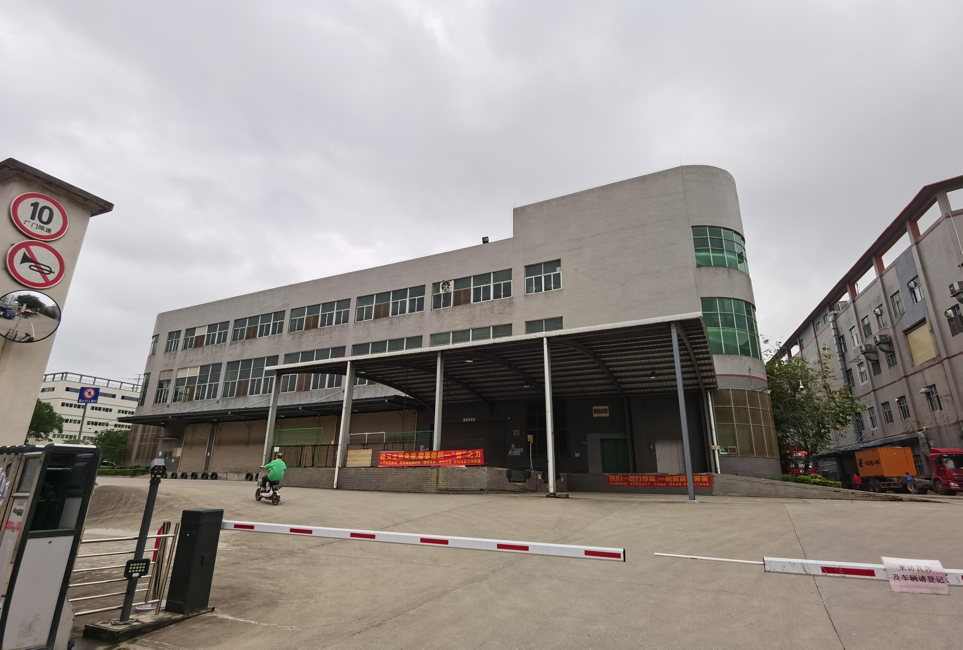 观澜章阁高速附近一楼带卸货平台10566平仓库招租