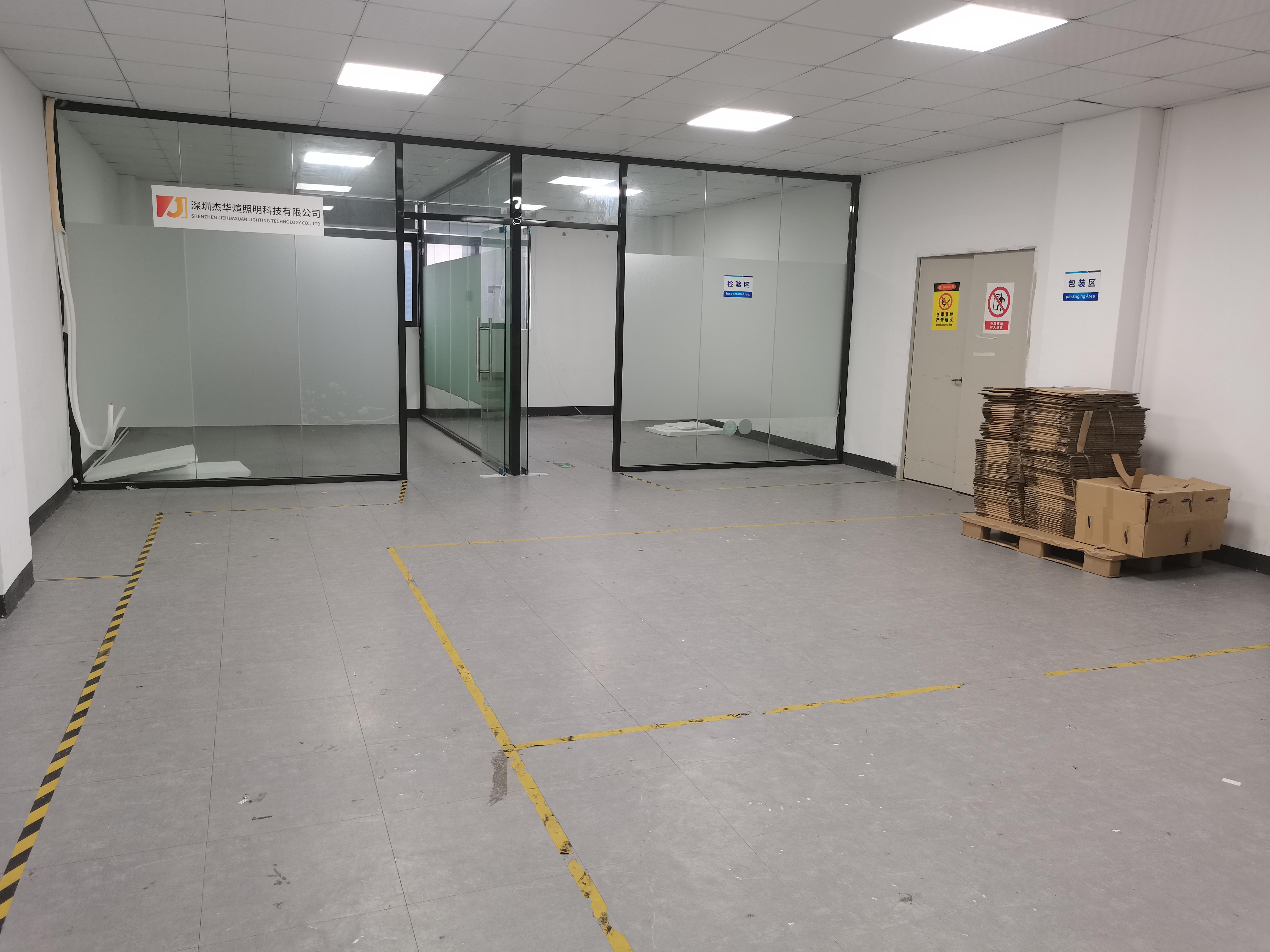龙华民治新出楼上精装修460平厂房出租,带办公室、仓库!