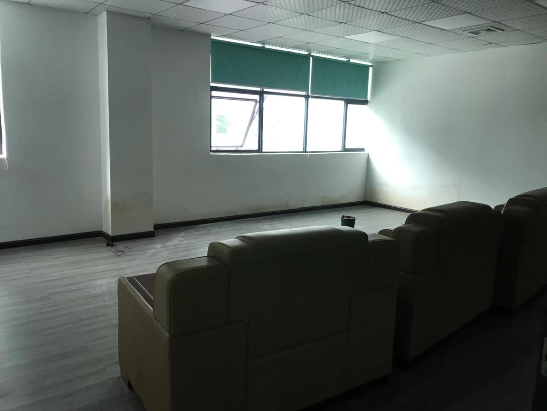 深圳市龙华明治新出精装修办公室仓库1200平。