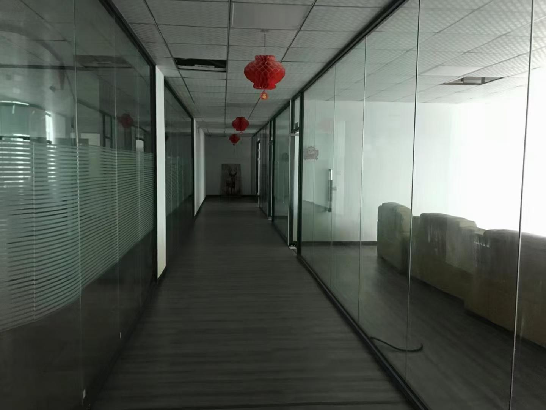 龙华民治双地铁口整层1200平带玻璃隔间,现成仓库,