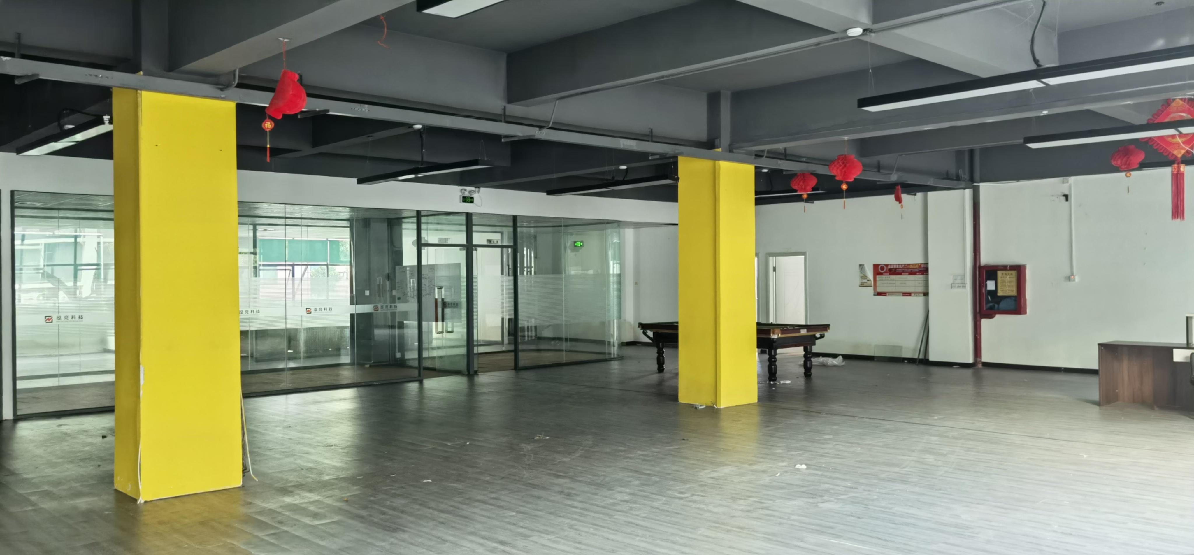 龙华民治地铁口电商创意园400平厂房出租,带办公室,仓库