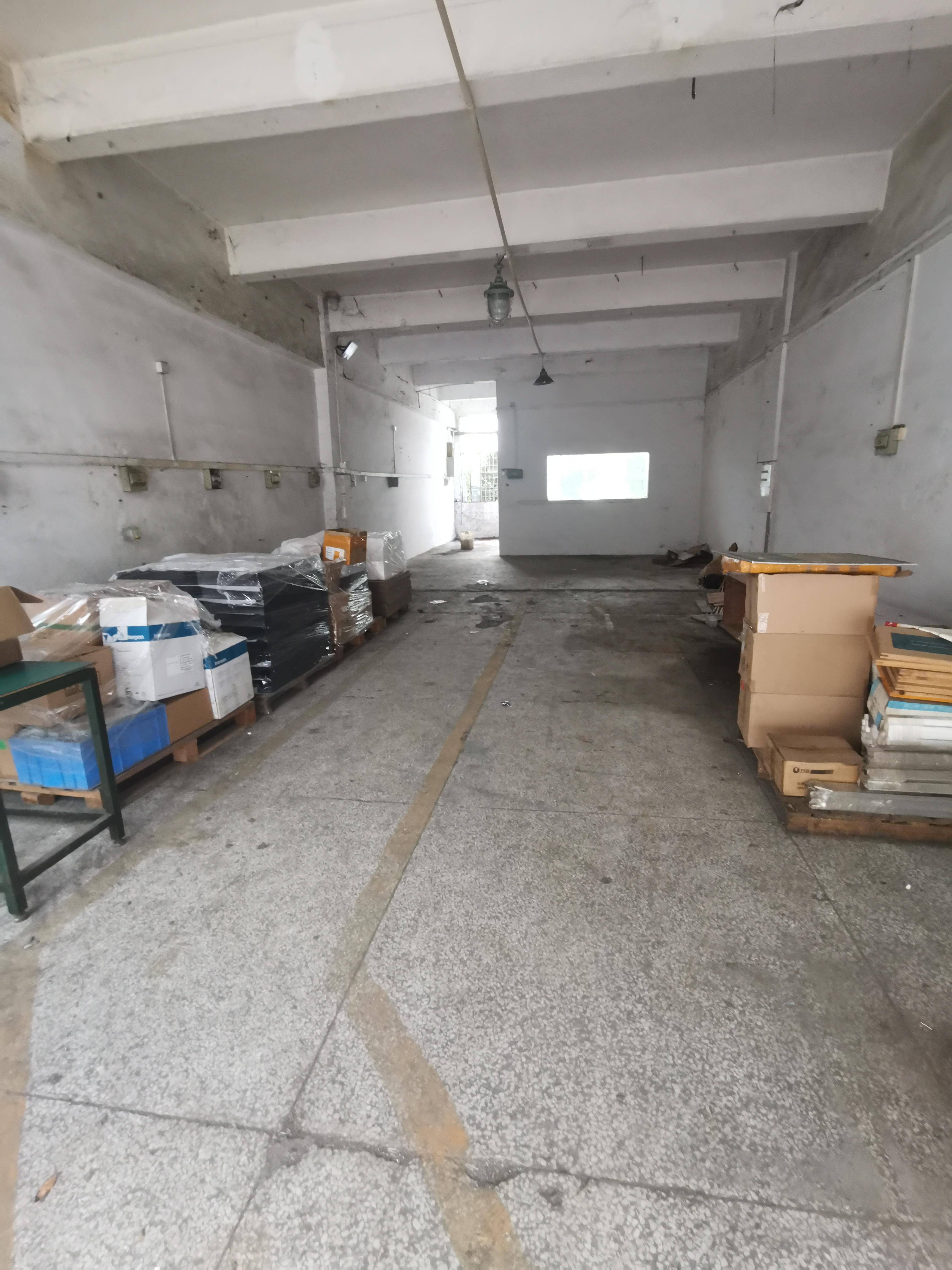 龙华元芬地铁口一楼230平厂房出租,适合仓库用电量大的生产