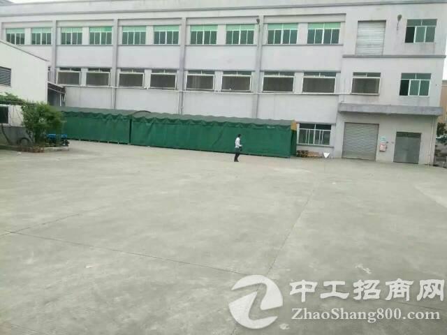 黄江靠深圳新出楼上电子类车间,整层2380平米,可分租