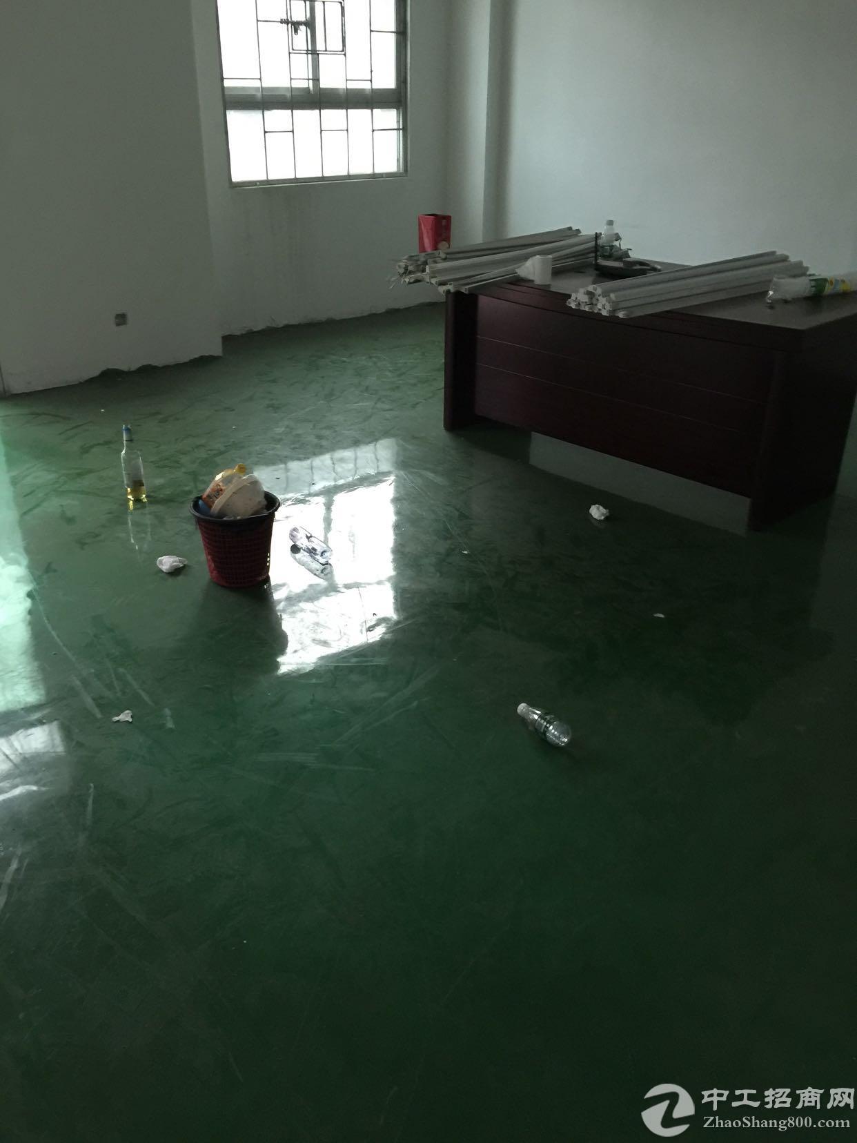 龙华油松成熟工业园新出楼上600平厂房出租
