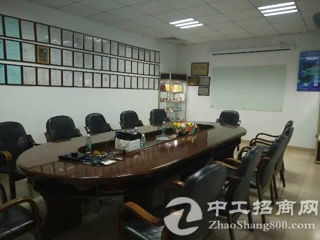 福永汽车站对面2楼800平方电子厂急租