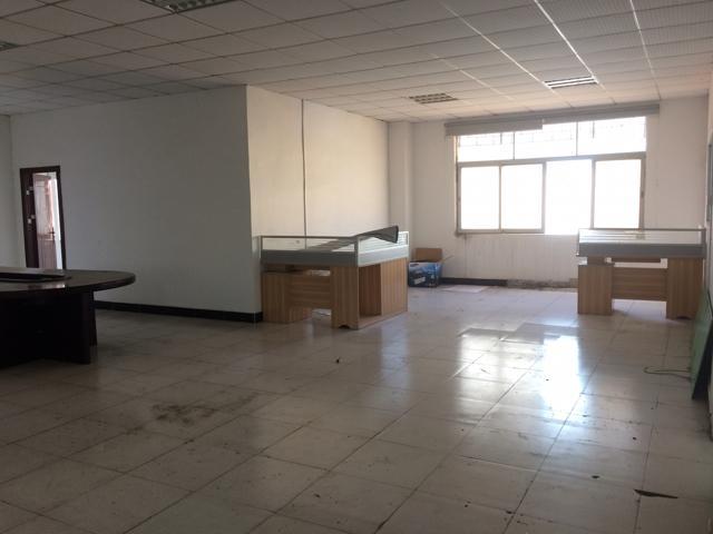 清溪镇新出楼上厂房450平方水电齐全现成办公室装修低价出租