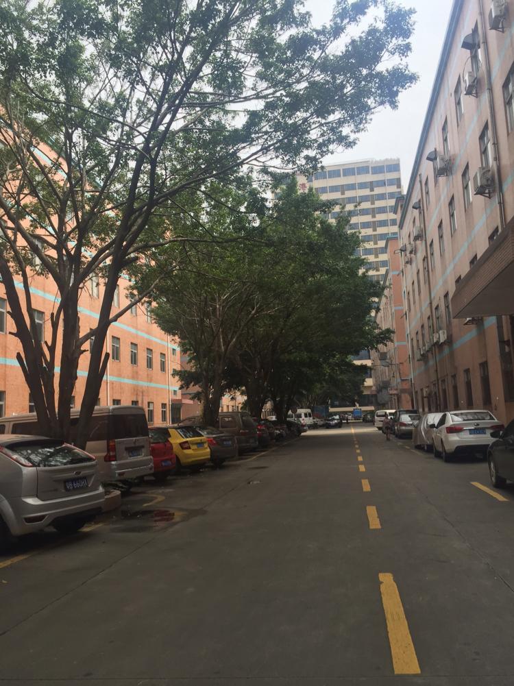 坂田五和地铁站附近刚空出一楼2000平方可分租