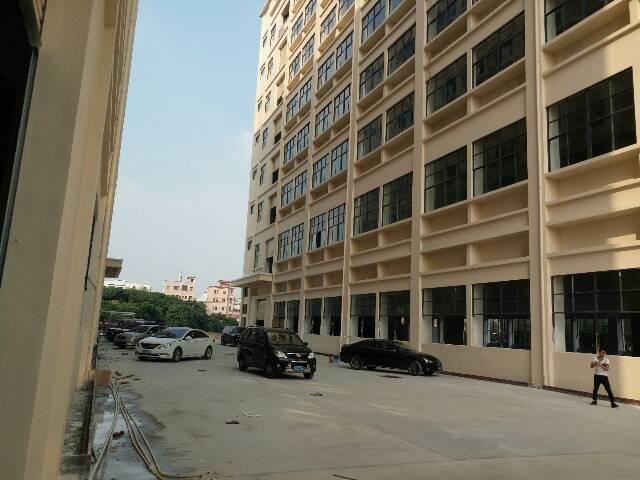 全新工业园分租楼上整层2400平方