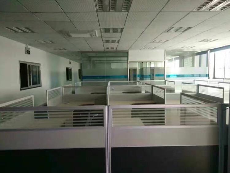 福永宝安大道一整层900平米带装修厂房出租