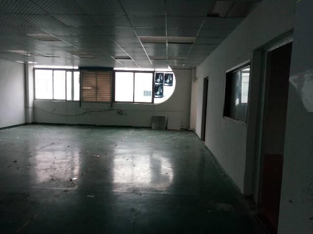 福永楼上300平方米带装修出租