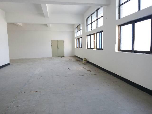 横岗六约楼上带精装修650平米厂房招租