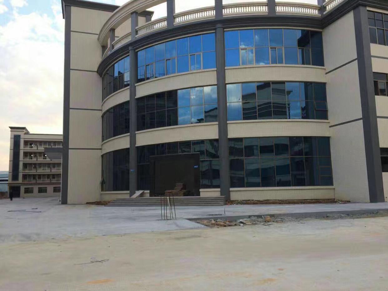 楼上厂房,带精装修1300平方,租金十元每平米。