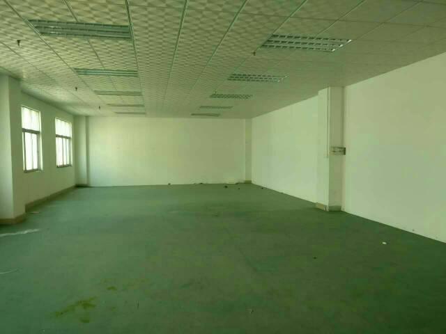 办公楼一层出租。