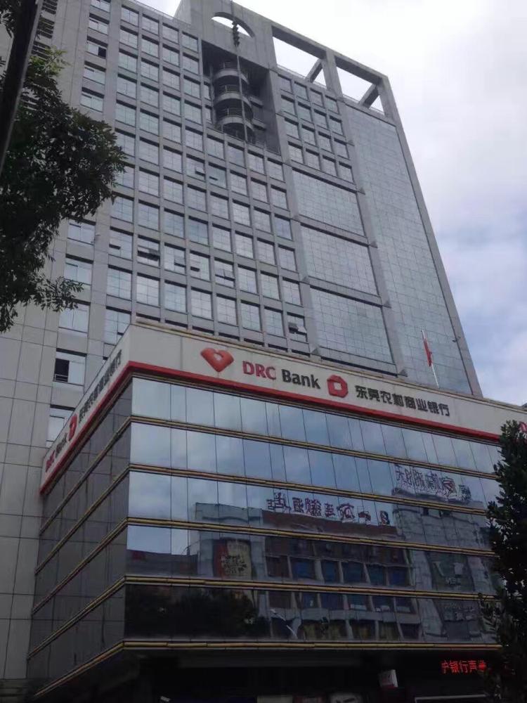 凤岗镇中心10-13F800层。带豪华装修,可分租