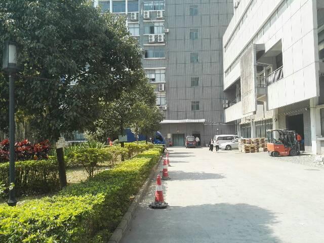 龙华福龙路出口花园式厂房红本9500平1-2层