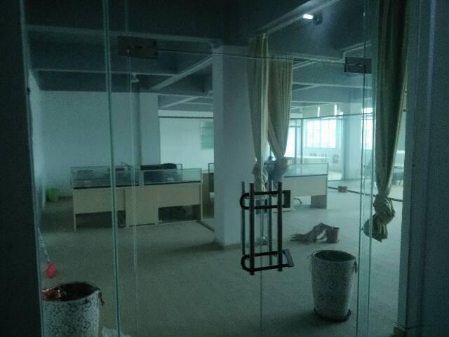 两千八一月抢350平带装修办公室带监控