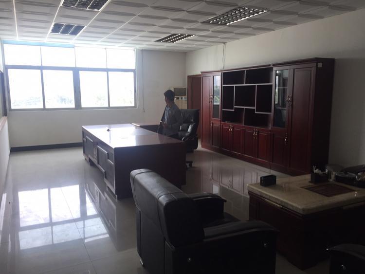 福永地铁口新出楼上1000平方带装修厂房招租