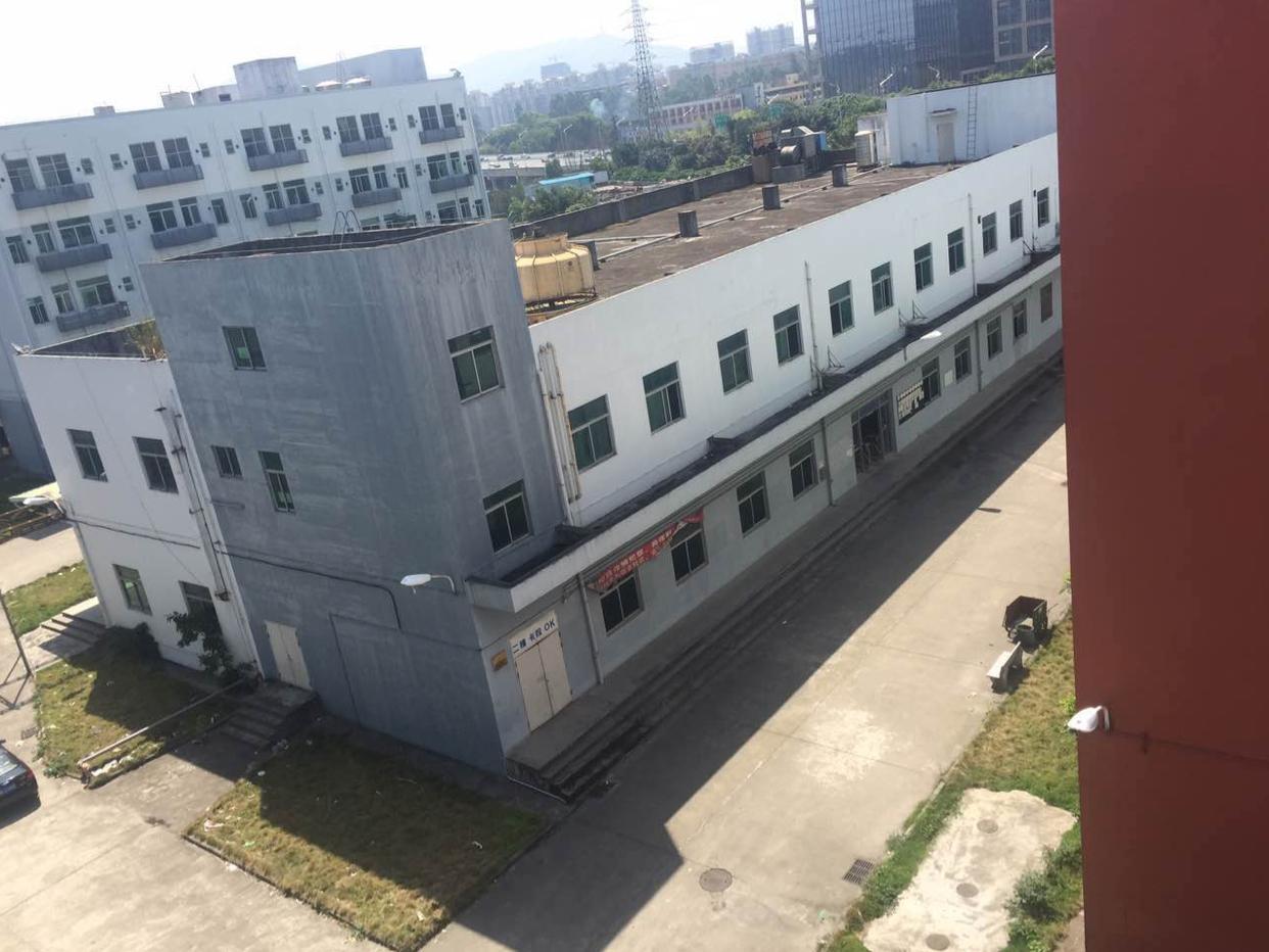 坂田大型工业区内二楼2200平方租金低至14元