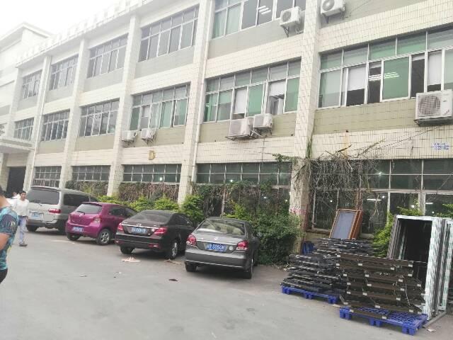 东城原房东标准一厂房1600和1900平方出租,月底空出来。