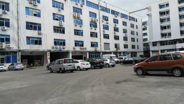 西乡桃源居附近楼上1200平米可分租厂房