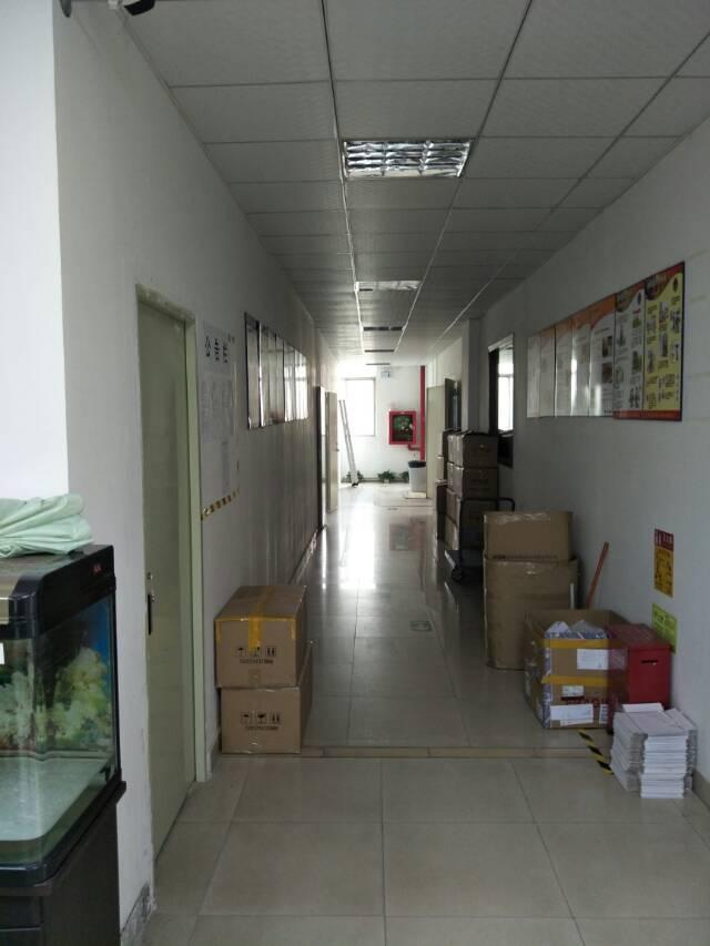 福永宝安大道边楼上带装修厂房1800平米出租-图2