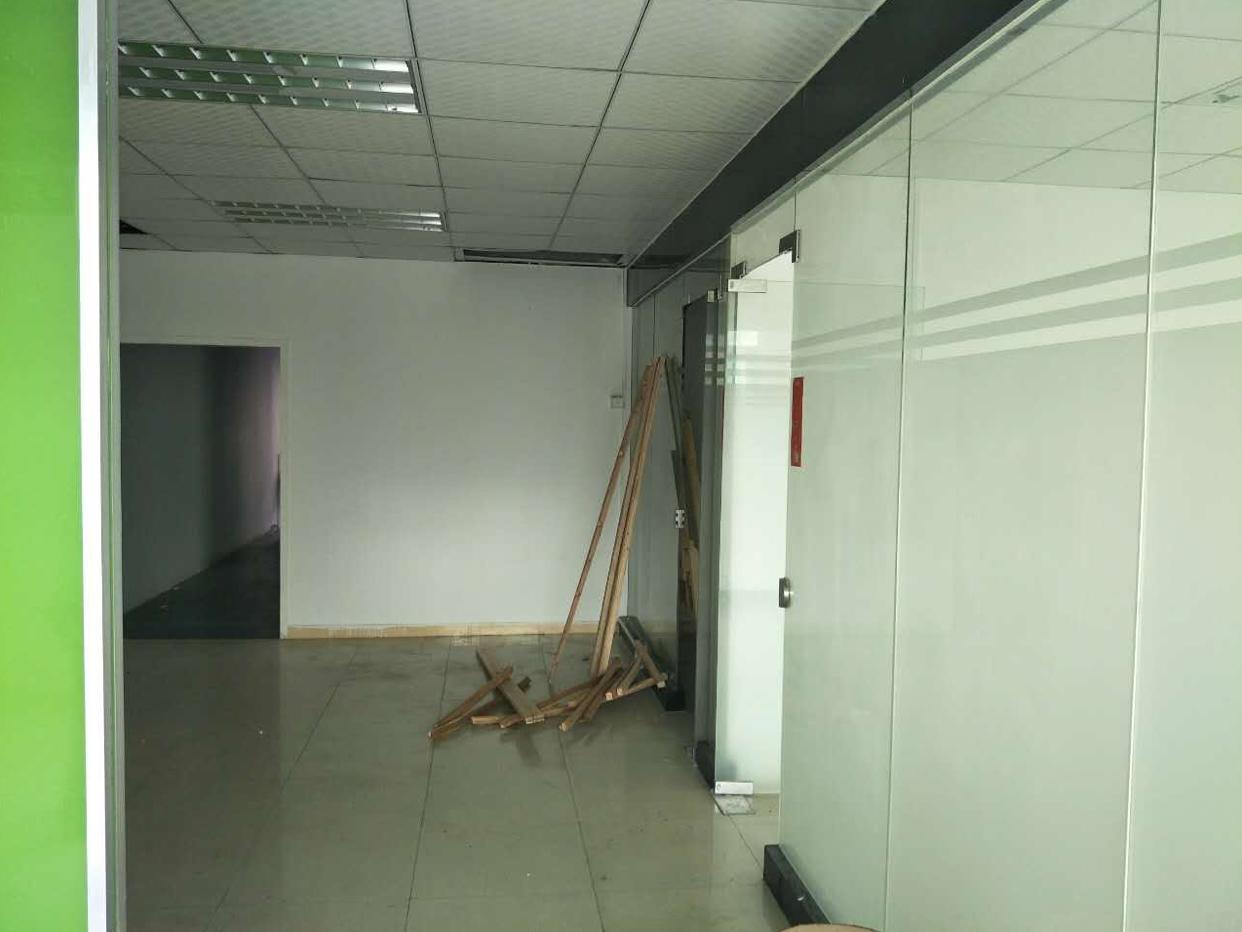 龙华龙胜地铁口零距离带豪华装修厂房256平-图3