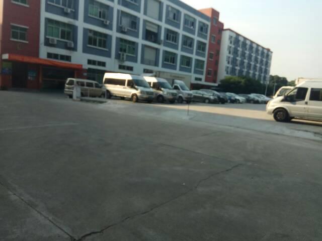 福永靠近机场附近楼上1600平米带装修厂房出租