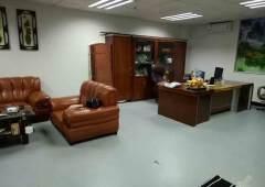 现成装修小办公室